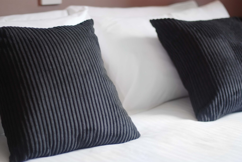 Waverley Hotel Double Bedroom Pillows